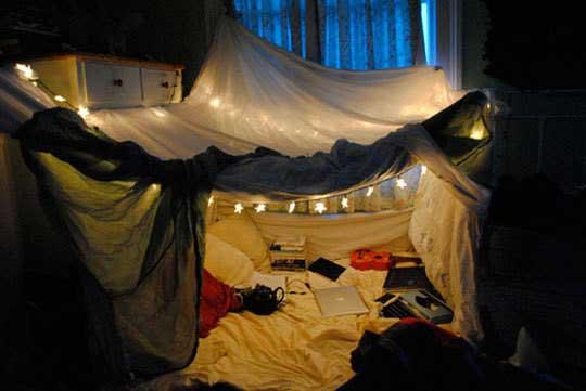 Как сделать крепость из одеял и подушек